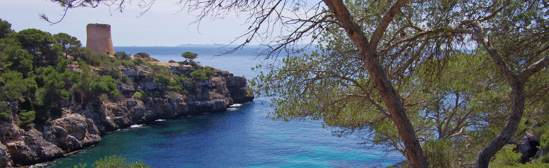 Piratenhafen und Badebuchten Cala Pi und Cala Béltran